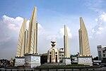 Democracy monument, Bangkok, Thailand.jpg