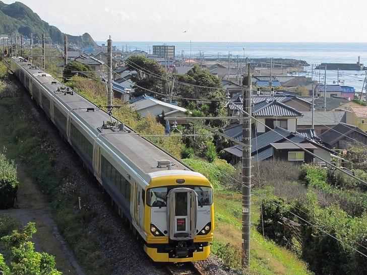 https://i0.wp.com/upload.wikimedia.org/wikipedia/commons/thumb/6/6e/E257_10car_Wakashio.jpg/1280px-E257_10car_Wakashio.jpg?w=728&ssl=1