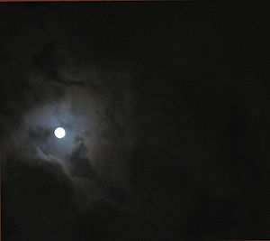 English: Full moon seen through an opening in ...