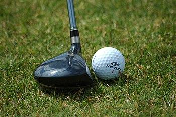 English: Fairway wood positioned near golf ball