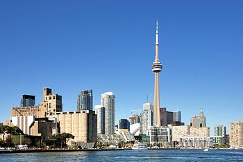 English: Toronto: Skyline with CN Tower Deutsc...