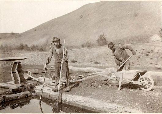 Arbetare vid alunbruket 1910
