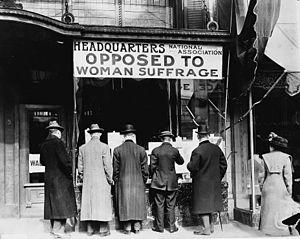 Gegner des Frauenwahlrechts in den USA. / Anti...