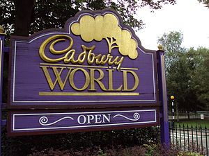English: Sign outside Cadbury World, Bournvill...