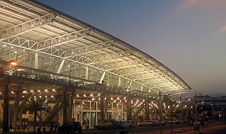 https://i0.wp.com/upload.wikimedia.org/wikipedia/commons/thumb/6/6f/Chennai_airport_view_4.jpeg/320px-Chennai_airport_view_4.jpeg
