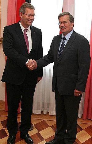 Polski: We wtorek, podczas jednodniowej wizyty...