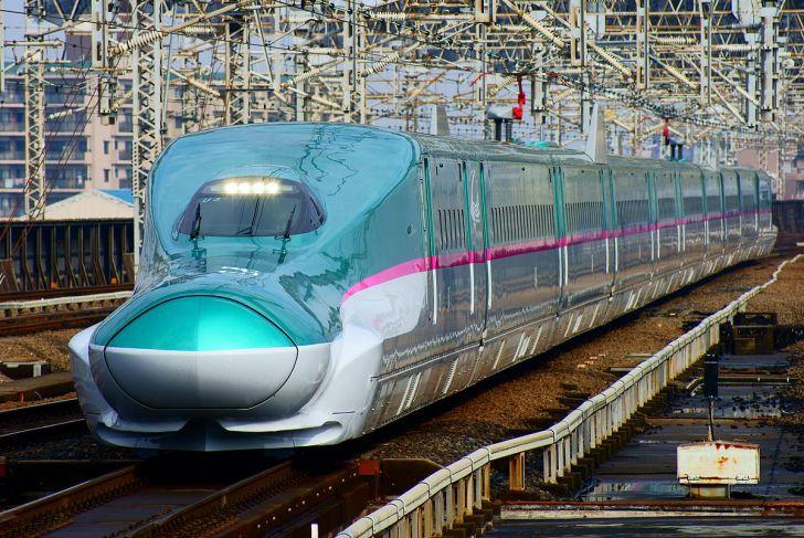 Shinkansen (bullet train) : The Hayabusa super express (Series E5 train).JPG