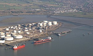 English: Coryton Oil Refinery The tanks and je...