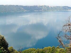 Italiano: Panorama di Castel Gandolfo ed il la...