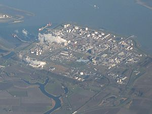 English: Dow_Chemical_(Terneuzen), seen from t...
