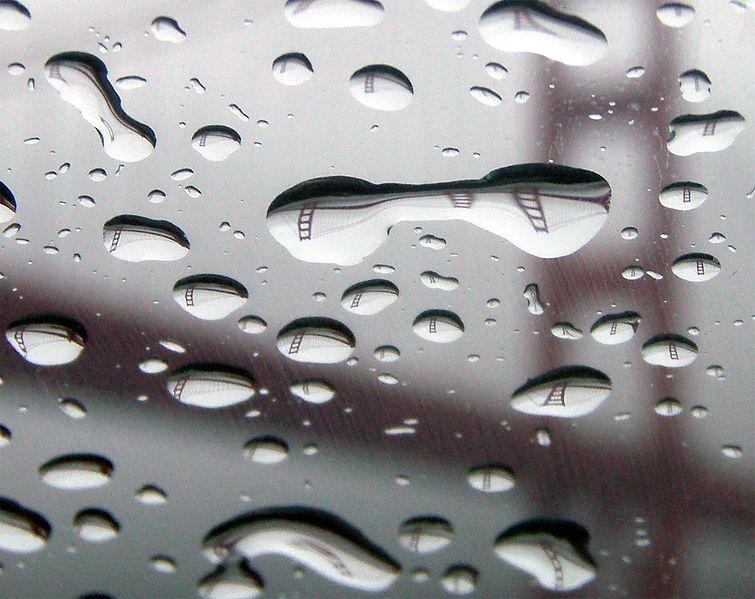 File:GGB reflection in raindrops.jpg
