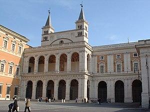 The Loggia delle Benedizioni, on the back left...