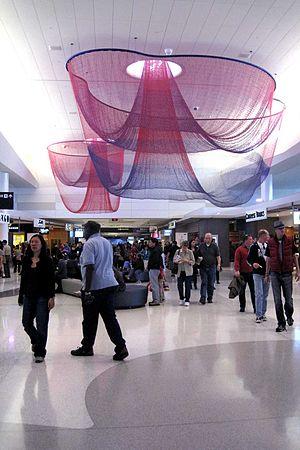 English: Terminal 2 post-security at San Franc...