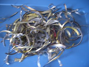 English: This describes scrap metal.