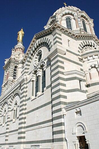 Coupole et trasept de la basilique Notre-dame ...