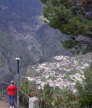 Deutsch: Blick vom Pico do Serrado auf das Non...