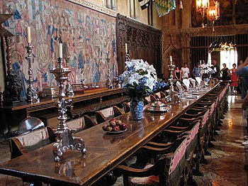 English: Hearst Castle dining room, San Simeon...