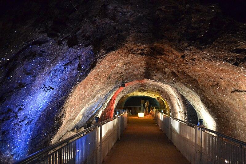 File:Khewra Salt Mine - Crystal Deposits on the mine walls.jpg