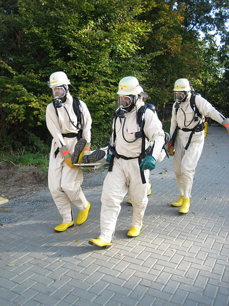 Level B/Type 2 suit. SCBA is outside suit - Type 2: Protects against liquid and gaseous chemicals. Non gas tight. (prEN 943 part 1). More or less equivalent to US level B.1 - HazMat suit with Respirator