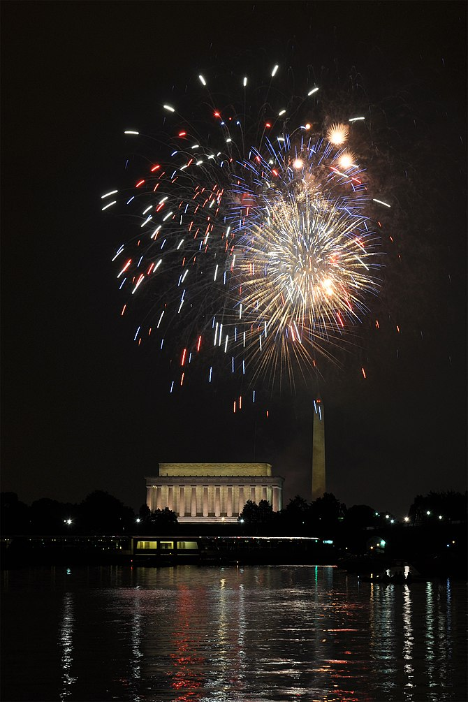 English: fireworks seen across the at Washingt...