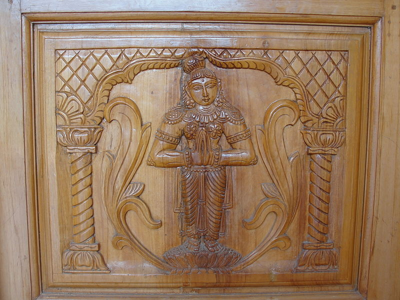 Namaste, bassorilievo in legno