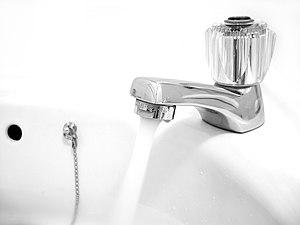 Español: Agua entubada English: Faucet Deutsch...