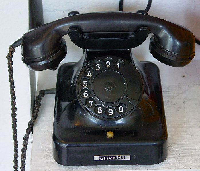 Altes Telefon. Bild: GFDL/CC-BY-SA Kornelia+Hartmut Häfele