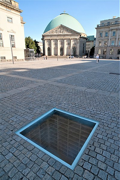 File:Bebelplatz mit Mahnmal Bücherverbrennung Aug 2009.jpg