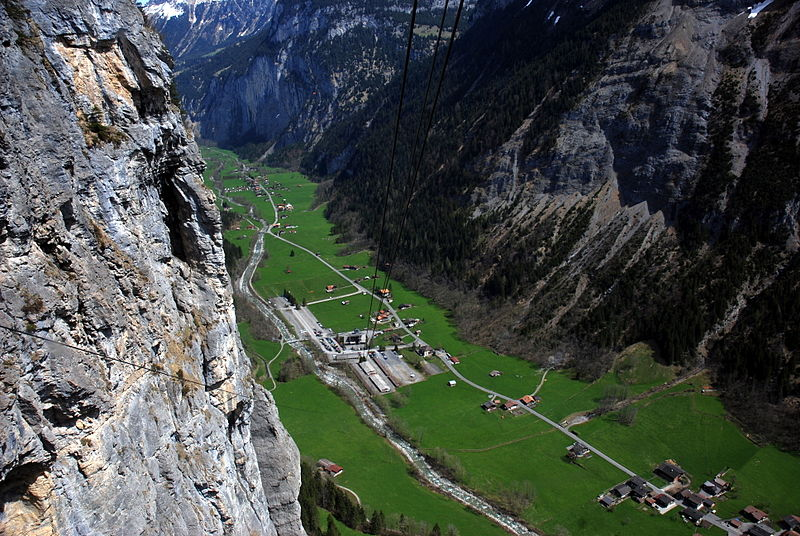 File:Lauterbrunnen valley.jpg