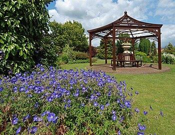 English: The Victorian garden, Burnby Hall, Po...