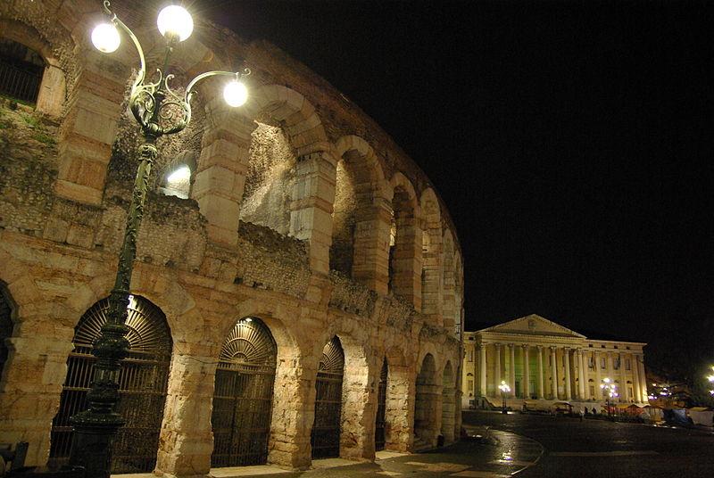 File:Ora della Terra Verona Piazza Bra Arena 2013 WWF Verona Paolo Villa 9886.JPG