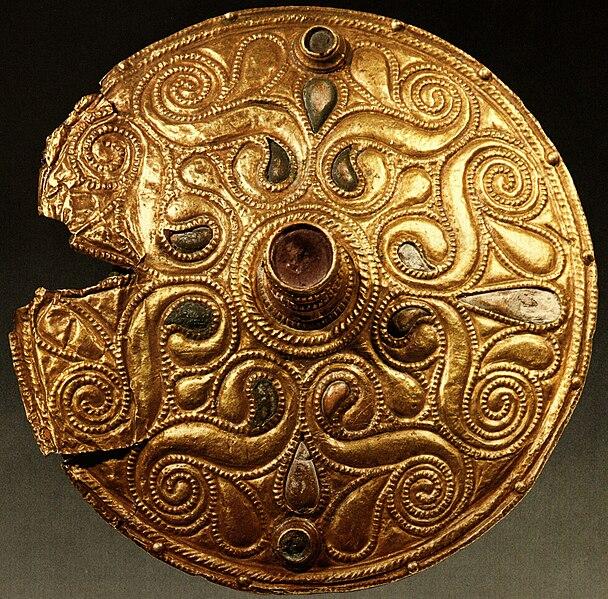 File:Celtic Gold-plated Disc, Auvers-sur-Oise, Val-d'Oise.jpg