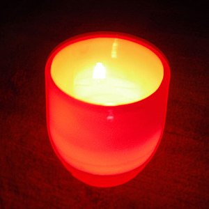 English: Glassybaby votive, dark with candle