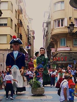 Español: gigantillas desfilando por Santander