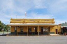 File Berriwillock Golden Crown Hotel - Wikimedia