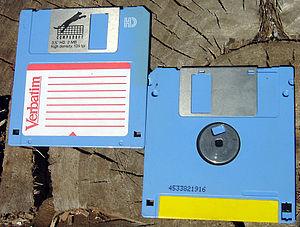 """English: Floppy disc 3.5"""". Русский: Диске..."""