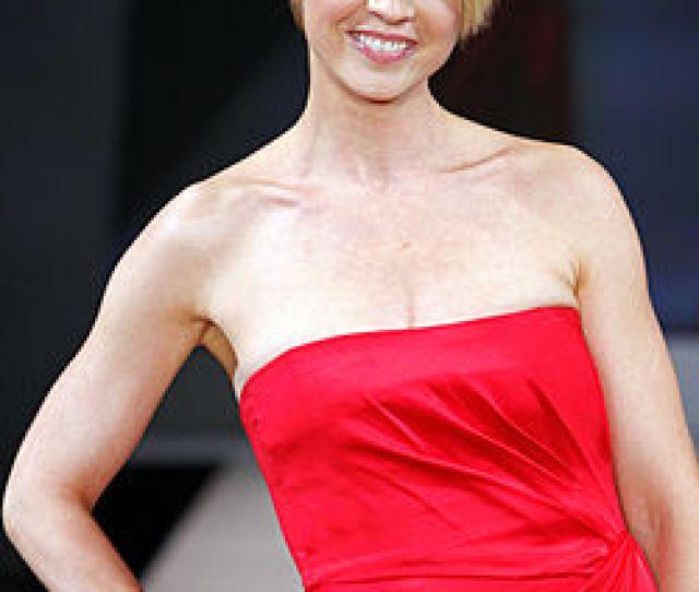 Jenna Elfman 2012