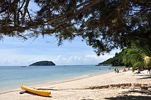English: Beach on Manukan Island. Sulug Island...
