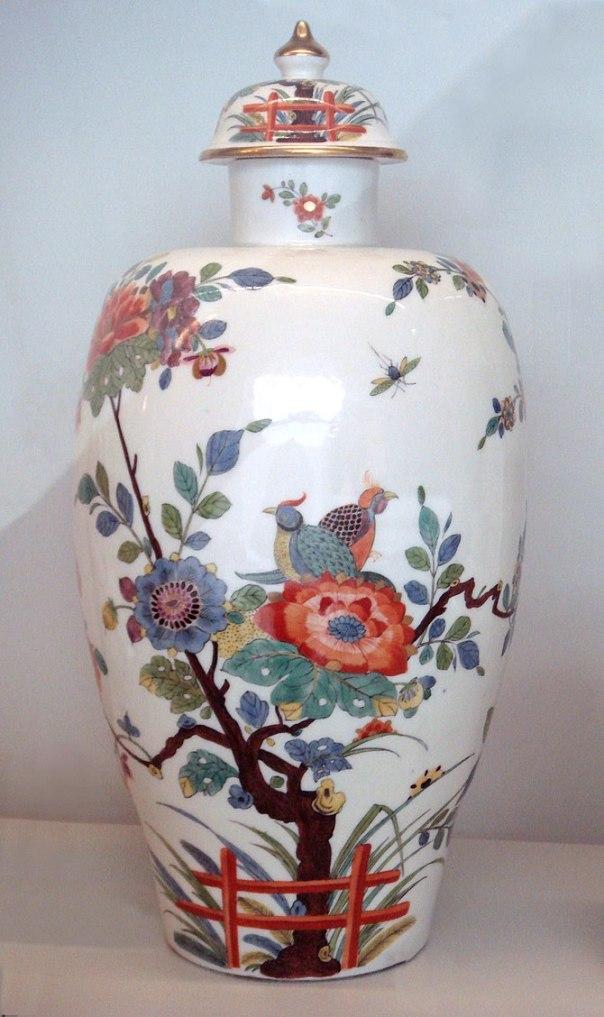 English: Meissen_hard_porcelain_vase_1735
