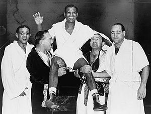 English: American boxer Sugar Ray Robinson (19...