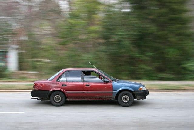 File:2009-03-11 Beat up car driving in Durham.jpg