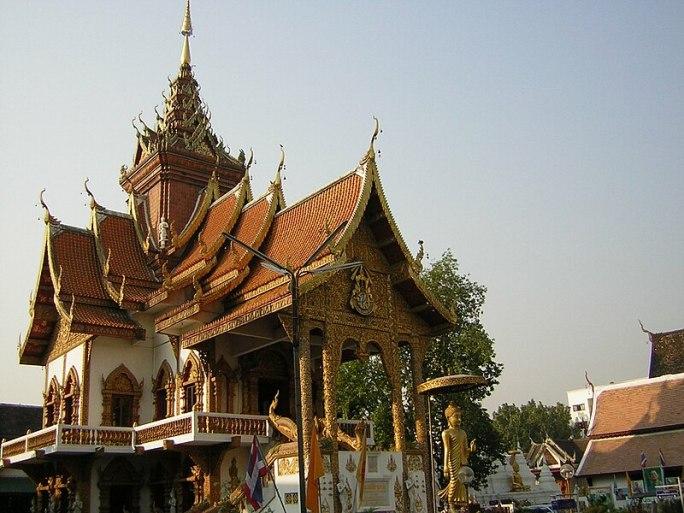 File:Chiang Mai Wat Buppharam Great Viharn.JPG