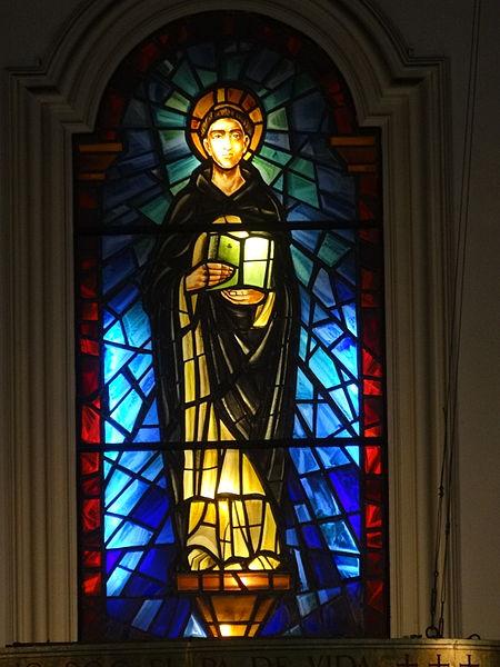 File:Església de Sant Tomàs d'Aquino de Barcelona. Vitrall central.JPG