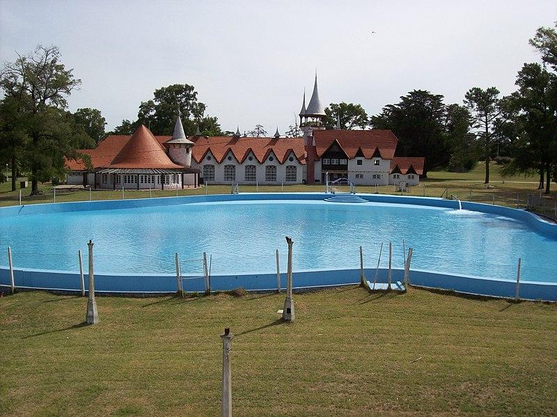 ArchivoCasa del Nio y su piscina en la Repblica de los