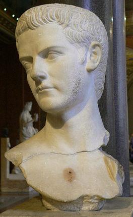 Buste van Gaius Caligula met een baard als teken van rouw om zijn zus Iulia Drusilla.(39-41 n.Chr.,Louvre, Ma 1234)