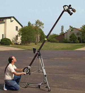 English: Jib positioned for high-angle shot; P...