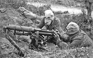 English: British Vickers machine gun crew wear...