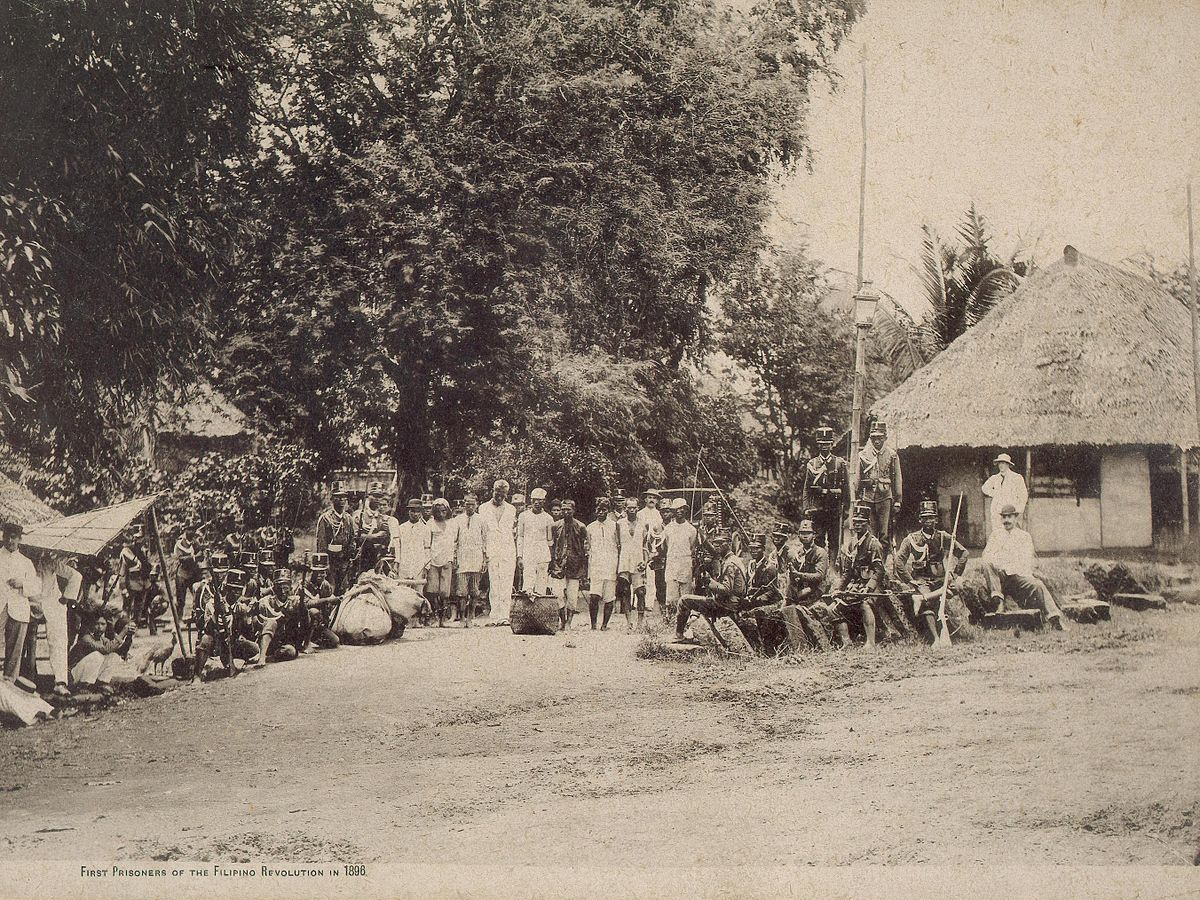 First prisoners of the Filipino revolution in 1896.JPG