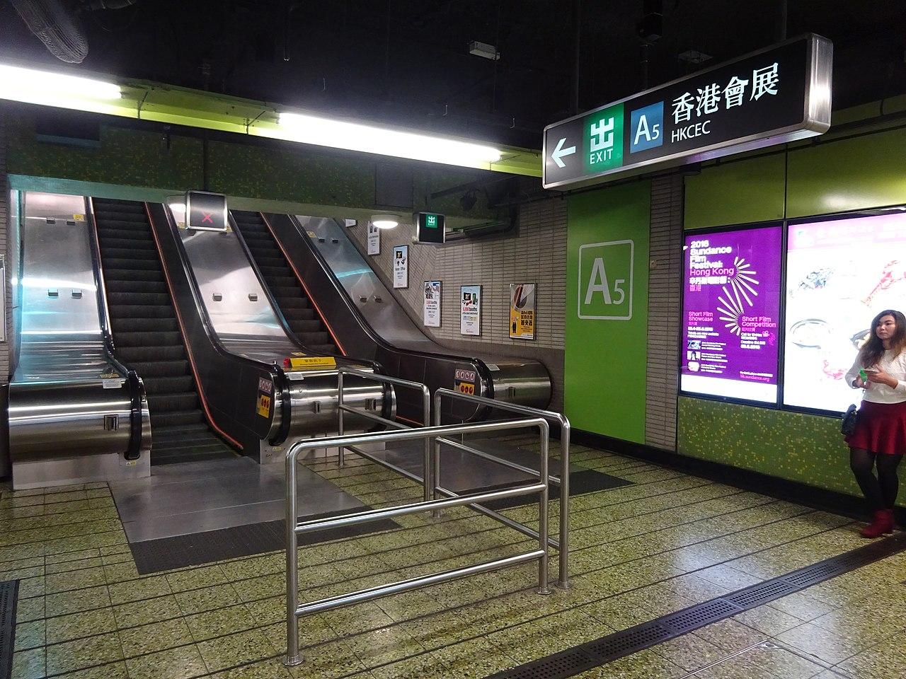 File:HK MTR Wan Chai Station interior escalators April 2016 DSC (3).JPG - Wikimedia Commons