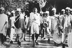 English: Gandhi during the Salt March, March 1...